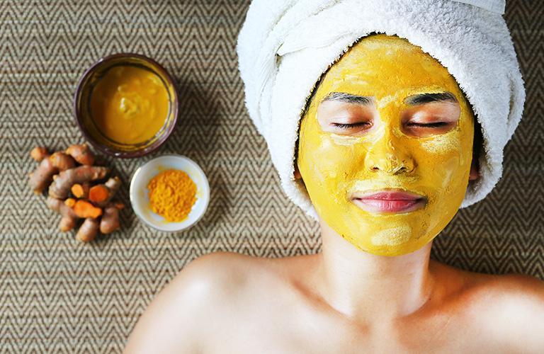 Masque au curcuma : bienfaits et conseils